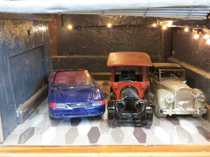 2. entrance and garage 2