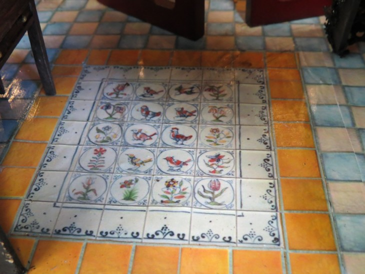2 entrance floor tile